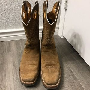🚨SOLD!🚨Mens Cavender's Brown boots